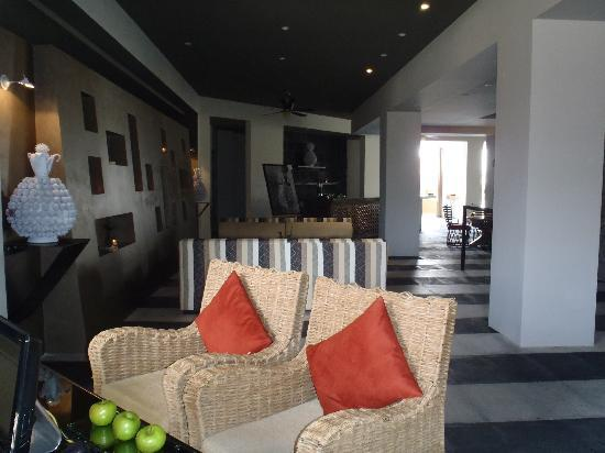 Taheima Wellness Resort & Spa: Those three apples are real; I had one almost every time I walked by there