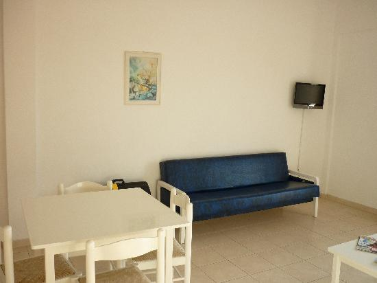 Konnos Bay Hotel Apartments: The well equipped apartment
