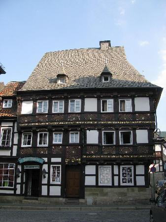 Hotel Zur Börse: This is the exterior of the haus.  It's nearly 400 years old