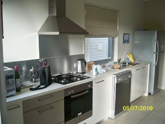 Woodgate Beach Houses: kitchen