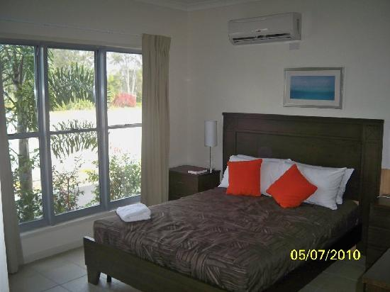 Woodgate Beach Houses: master bed