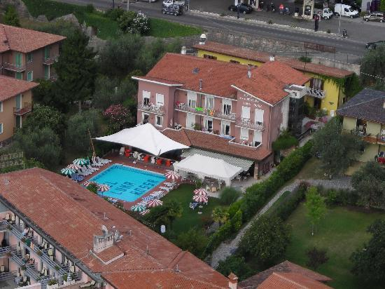 Ambienthotel Luna Rossa: View of the hotel from the castle