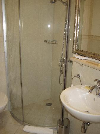 Tradition Hotel: Badezimmer