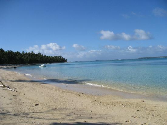 Serenity Beaches Resort: Beach on east on peninsula