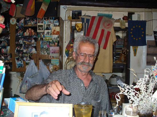 Creta Solaris Hotel Apartments: guter Freund I love you George in seiner Bar