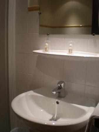 Hotel La Place: Bathroom 2