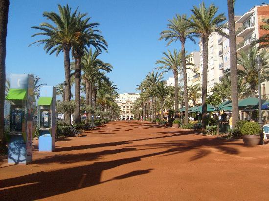 ALEGRIA San Juan Park: place de la mairie longeant la plage