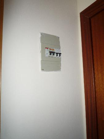 Surf Mar Hotel : Unsafe room electrical board