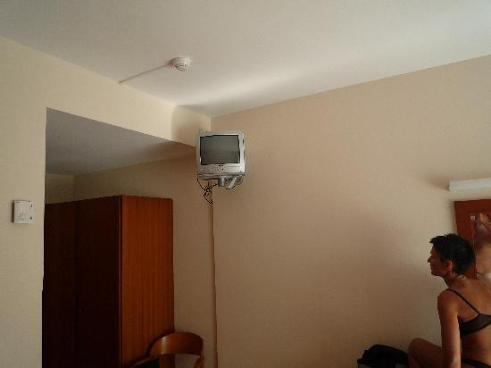 """Surf Mar Hotel : 14"""" televisor (you need also a telescope  to watch TV)"""