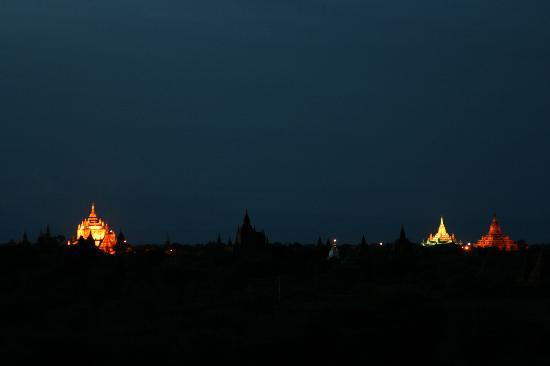 Kumudara Hotel Bagan: night time view of all the famous temples