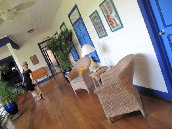 La Posada Azul: corridor..on the left the rooms