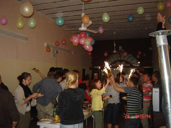 Petra Hotel & Hostel: Guests having having fun