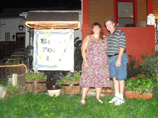 Burnt Toast Inn : My husband & I outside the inn