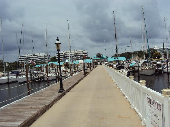 Palmetto, Floryda: looking back at the marina from the restaurant