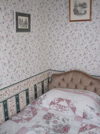 Fat Lamb Country Inn and Restaurant: Bedroom decor