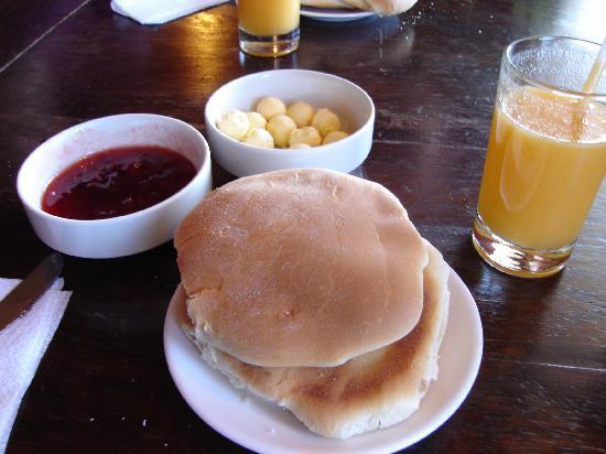 Pirwa Suecia Bed & Breakfast: Breakfast included!