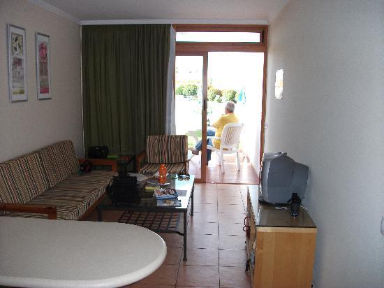 Las Brisas Apartments : The lounge