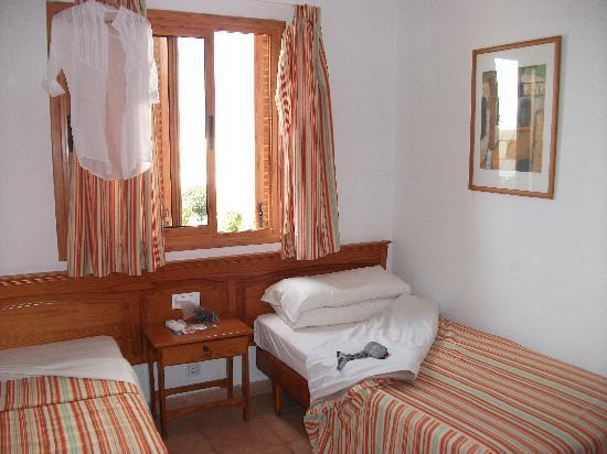 Las Brisas Apartments : The bedroom