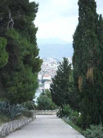 Peruzovic Rooms & Apartments: A view over Split from Maro park