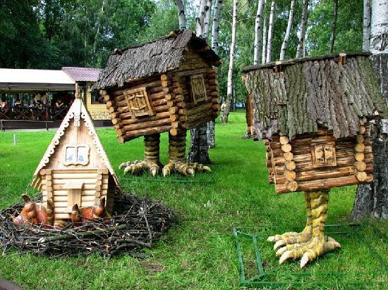 Парк аттракционов Диво Остров: Hütte auf den Hühnerstielen