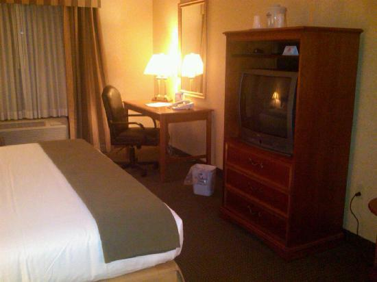 Holiday Inn Express Hotel & Suites Drums-Hazelton : Desk area.  Free wifi everywhere.