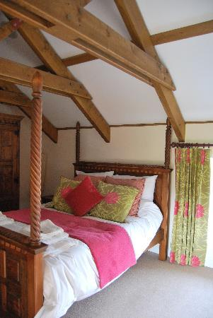 Gonwin Manor Cottages: main bedroom