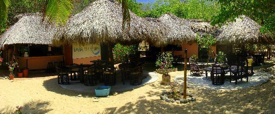 Bahia de la Luna: view of the bar and restaurant