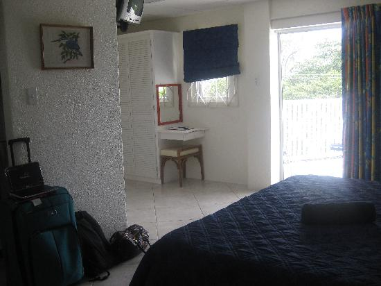 Southern Surf Beach Apartments: Room 12