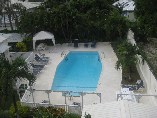Southern Surf Beach Apartments: Hotel pool