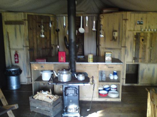 Knaveswell Farm tent kitchen & tent kitchen - Picture of Knaveswell Farm Corfe Castle - TripAdvisor