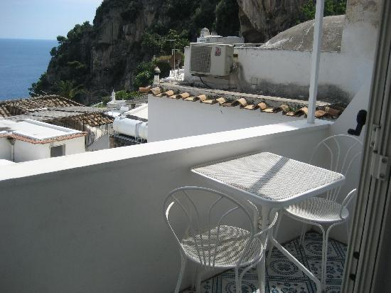 Pensione Casa Guadagno : nicle little table and chairs to enjoy the view