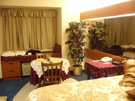 GuestHouse Inn & Suites Sutherlin: Room