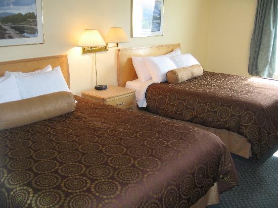 Ramada Limited Golden: Beds