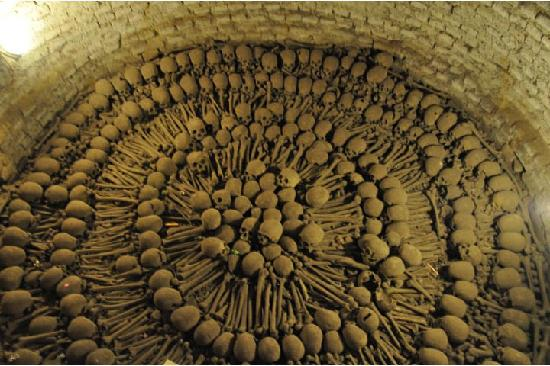 Iglesia y Convento de San Francisco : Bones in the Catacombs of Monastery of San Francisco, Lima, Peru