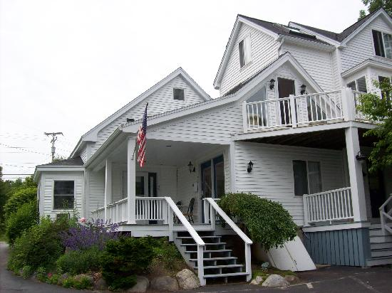 Glen Cove Inn & Suites: Main House