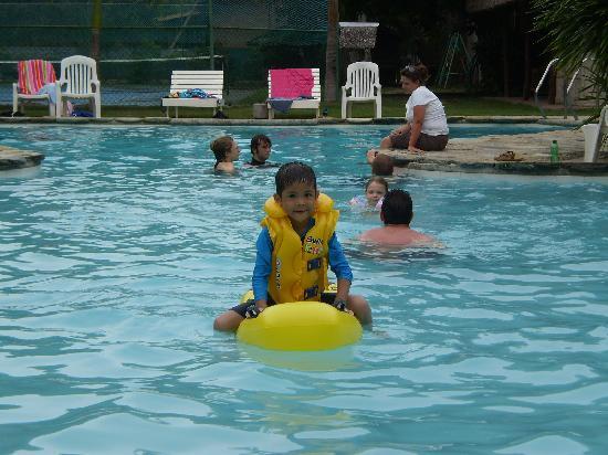 Sandbar Boquete Beach Club: Nice swimming pool!