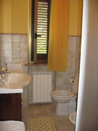 La Terrazza del Subasio: 1st bathroom