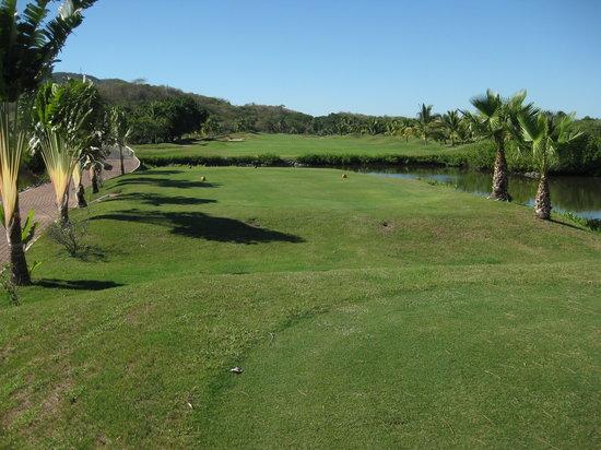 Marina Ixtapa Golf Club : pleasant, late-afternoon play