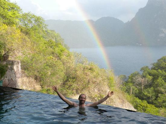Jade Mountain Resort: Our own pool with a rainbow!