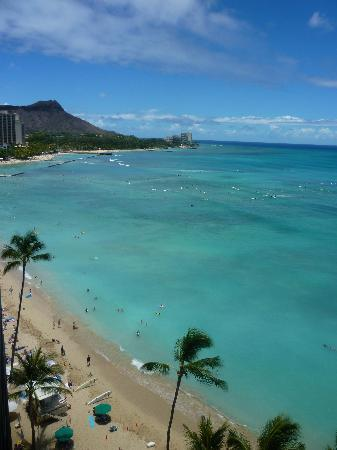 Outrigger Waikiki Beach Resort: View from OF balcony