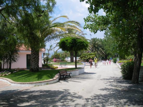 Villaggio le Palme: giardino da paura