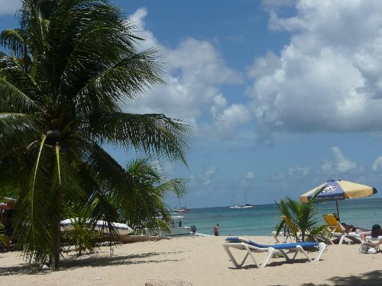 Holetown, Barbados: The beach at Surfside Bar