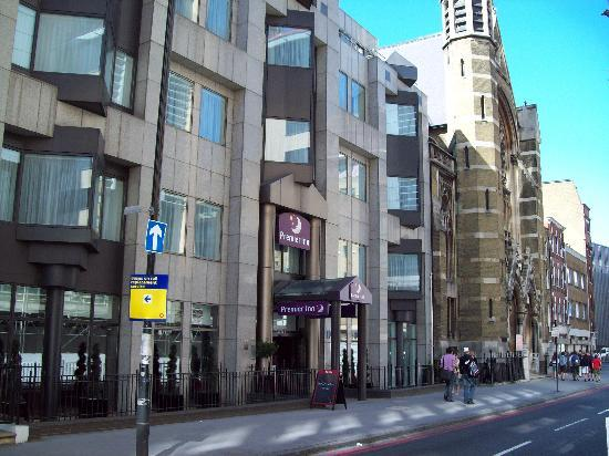 reception picture of premier inn london city tower hill. Black Bedroom Furniture Sets. Home Design Ideas