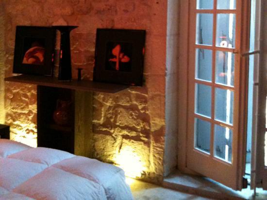 Hotel Saint Trophime: ... Astucieux mélange d'ancien...
