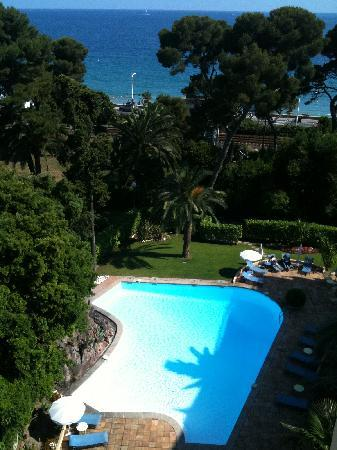 Holiday Inn Cannes: View from 6th floor room, towards the pool and the sea beyond.  Between the pool and the sea is