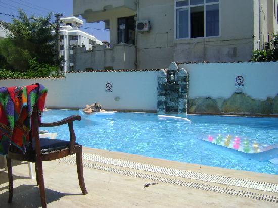 Hani Hotel: Pool