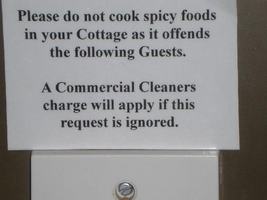 Coromandel Colonial Cottages Motel: sign next to stove