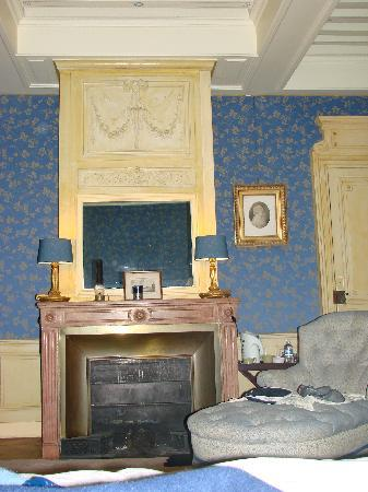 Chateau de Longsard : une partie de la chambre bleu