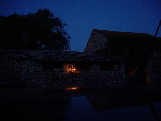 Konoba Humac: candle lights