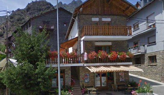 Vall de Cardos, Spain: Pensió Samarra - Entrada Bar / Restaurante